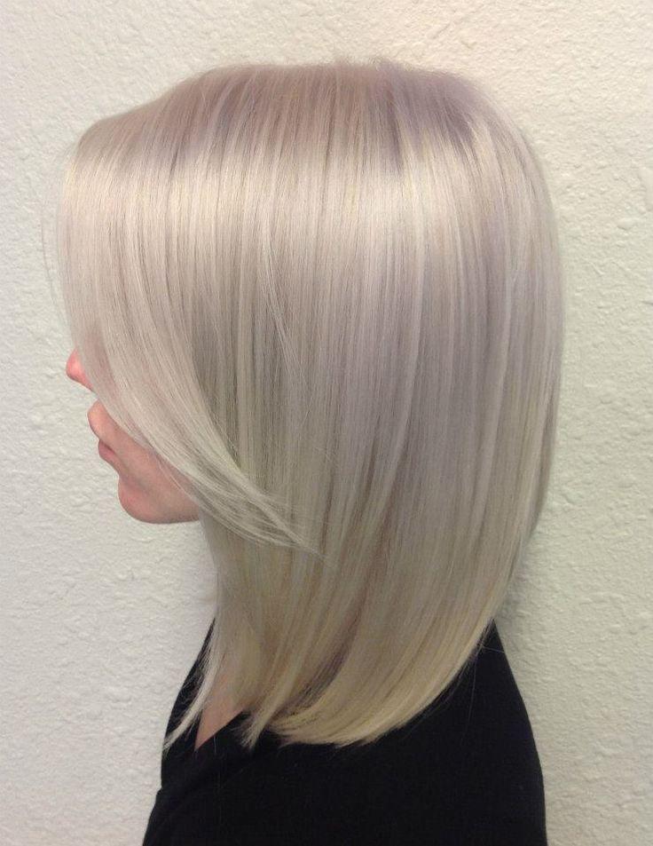 cabelos com mechas platinadas